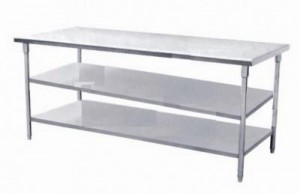 bàn inox sử dụng trong bếp công nghiệp