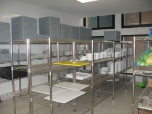 giá kệ inox sử dụng trong bếp công nghiệp