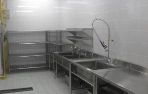 xe inox sử dụng trong bếp công nghiệp