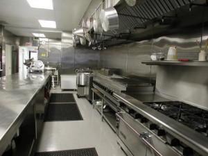 bàn chậu inox sử dụng trong bếp công nghiệp